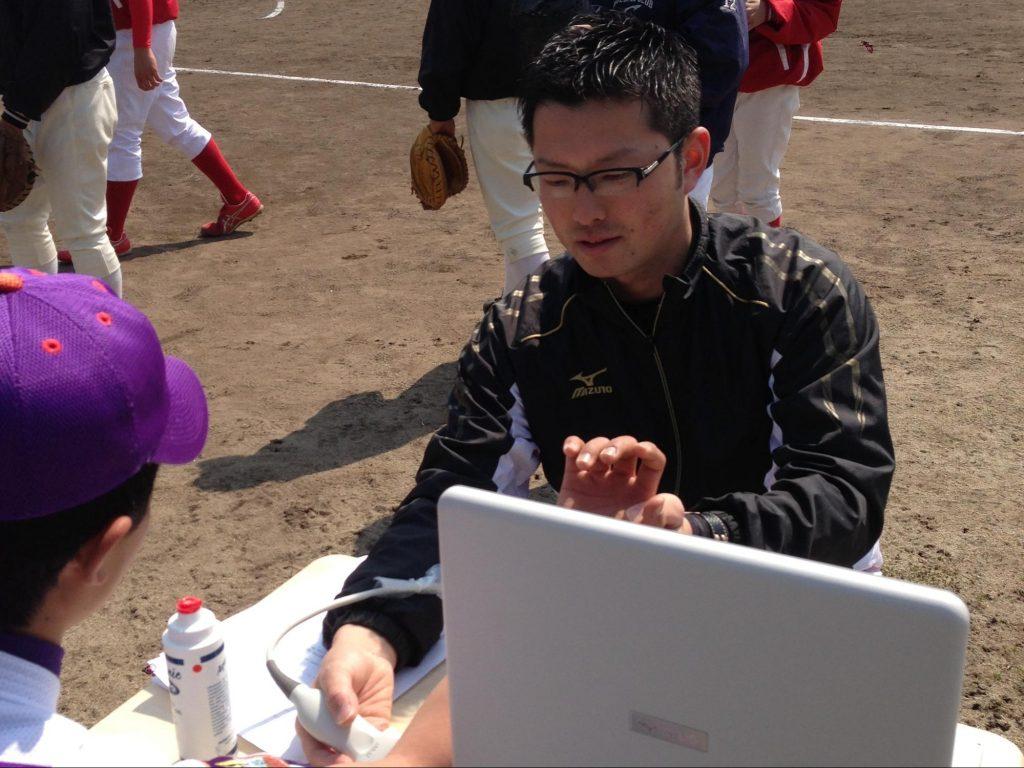 野球場で行う野球肘検診